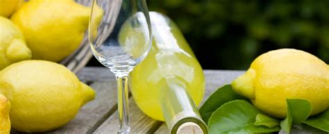 come fare il limoncello a casa limoncello come preparare il liquore a casa agrodolce
