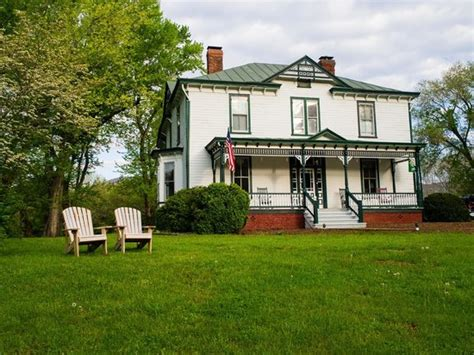 afton mountain bed and breakfast loved the old time telephone booth out front picture of