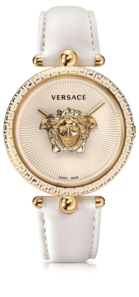 Versace Palazzo Empire 915 Semprem versace presents floating golden medusa within its palazzo