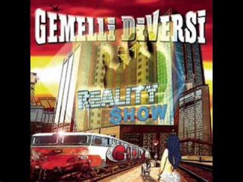 reality testo gemelli diversi reality show con testo with lyrics