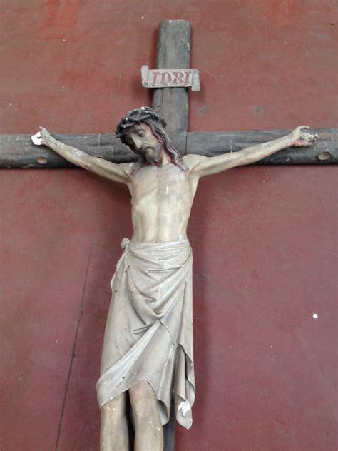antiek kruisbeeld uit kerk  meter landzicht houtsberg