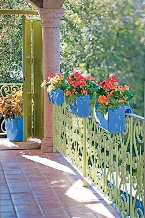 Planters For Balcony Rails by Best 25 Railing Planters Ideas On Hanging
