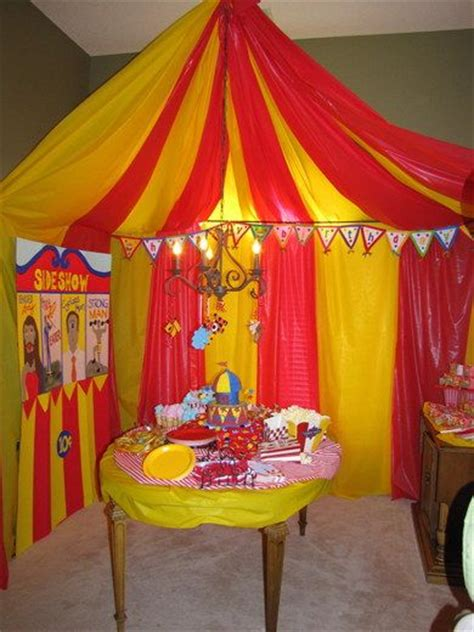 Circus Tent Decorations by Best 25 Plastic Tablecloth Decorations Ideas On