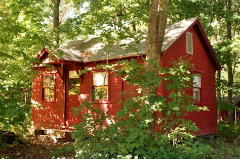 6 tiny secluded cabins you can rent to escape from it all 10 tiny log houses you can rent