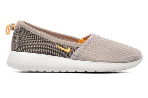 Sepatu Sport Nike Roshe Run Slip On Casual Running Keren nike wmns nike rosherun slip trainers in beige at sarenza co uk 186669