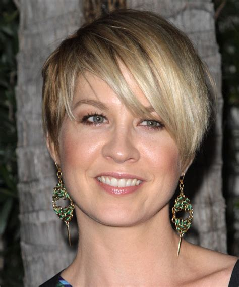 square face short haircuts over 40 24 flattering pixie cuts for round faces creativefan