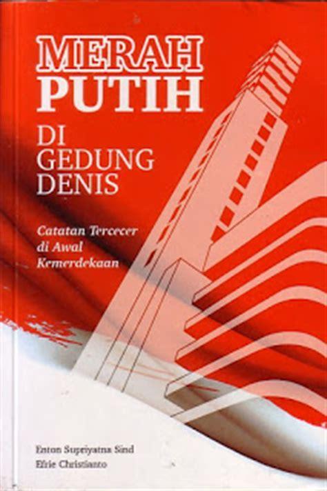 Cover Jok Vespa Merah Putih buku yang kubaca merah putih di gedung denis