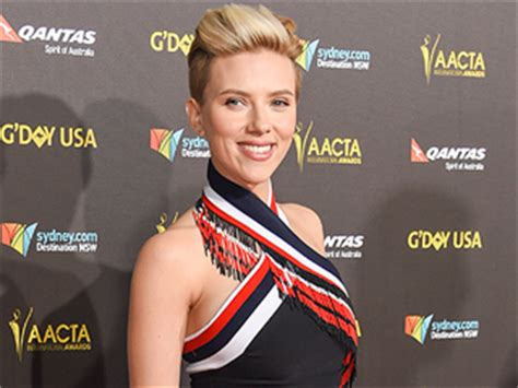 scarlett johansson after giving birth people chris hemsworth news people com