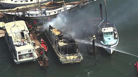 oakland fire boat boat fire at oakland estuary now under control abc7news