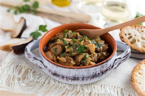 cucinare funghi chignon in padella ricetta funghi trifolati cucchiaio d argento