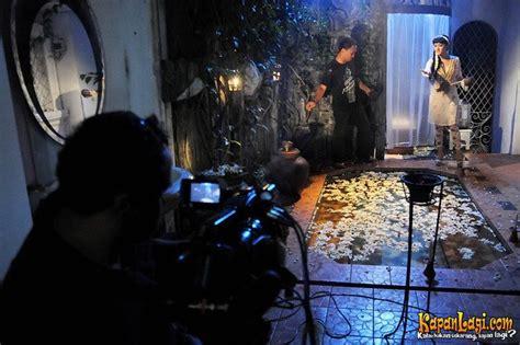 Film Horor Indonesia Terbaru Rumah Bekas Kuburan   kapanlagi com foto foto behind the scene film rumah bekas