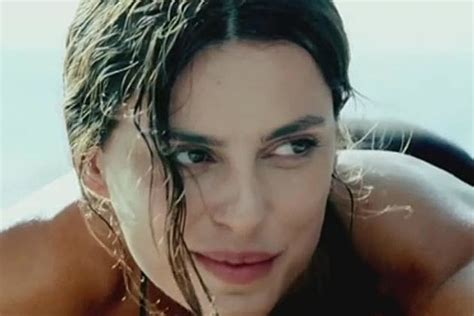 Catrinel Menghia Fiat by Who S The In The Fiat 500 Commercial