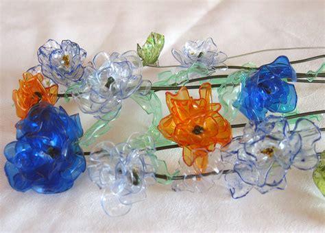 fiori con bicchieri di plastica fiori creati con il reciclo di bottiglie di plastica