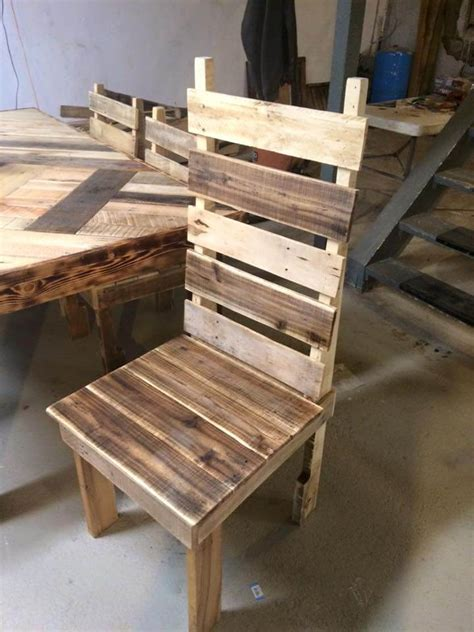 Pallet Table And Chairs by Pallet Dining Table With Chairs Set