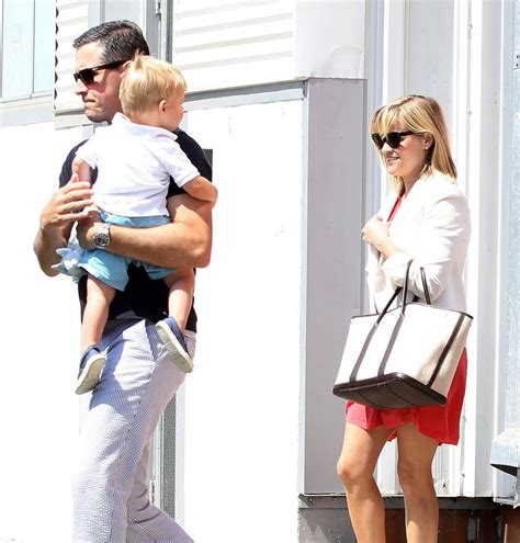 Reese Witherspoon Goes For An Egghunt by Reese Witherspoon Easter Sunday With The Family