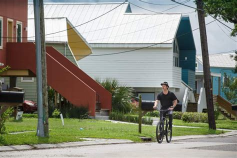 Brad Pitts No Housing Efforts Lower 9th Ward In The Pink brad pitt sees his lower 9th ward homebuilding efforts as