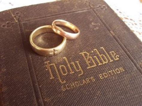 Wedding Ring Kjv by Golden Wedding Rings On Holy Bible Photo Free