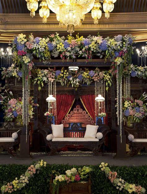 wedding jawa javanese classic glamorous arrangement