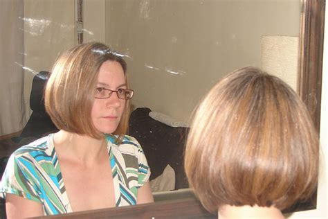 how do you cut a mid ear length inverted bob haircut step by step instructions with clippers ear length bob cut hairstyle worn glasses absolutely cool