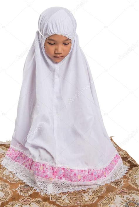 muslim women stock photos and images 7366 muslim women young muslim girl praying stock photo 169 akulamatiau