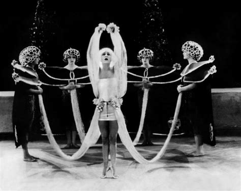 Idée Dressing Femme by Alla Nazimova In Quot Salom 233 Quot Directed By Charles Bryant