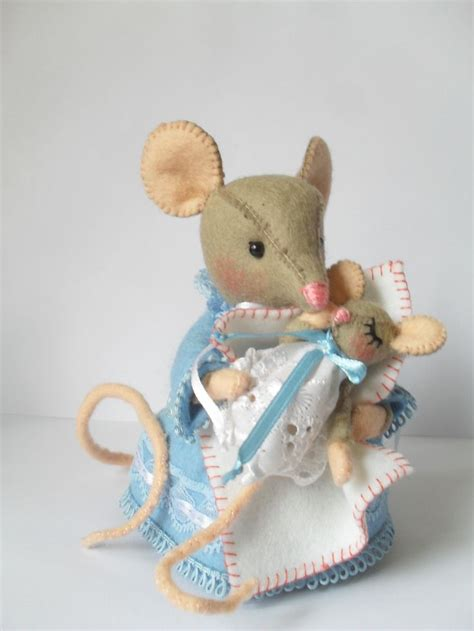 pattern for a fabric mouse pin by dorinde de vries on felt mouse pinterest