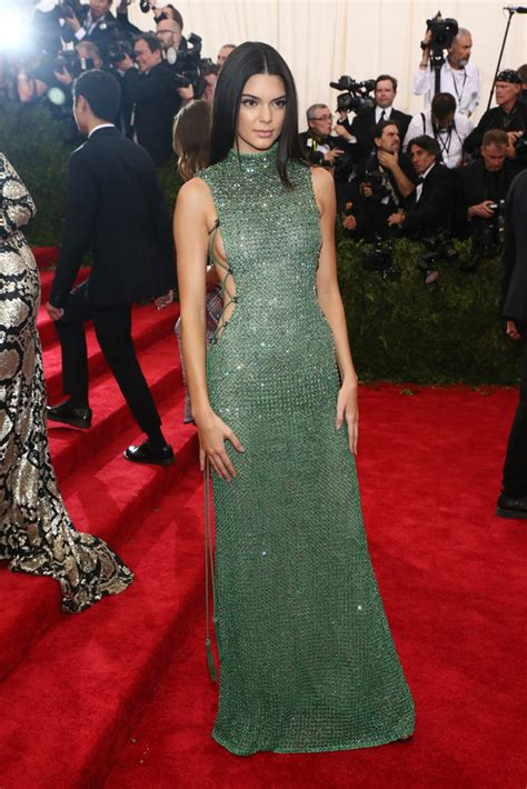 kylie jenner 2015 met gala kendall jenner in calvin klein collection at the 2015 met