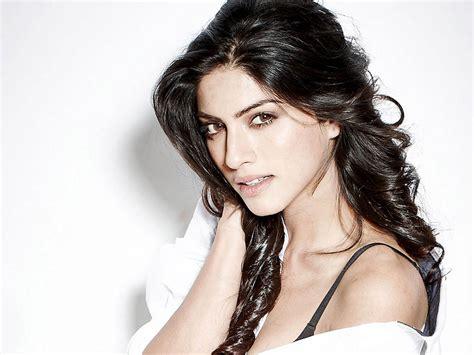 biography of movie khamoshiyan kiran rathod sexy pics