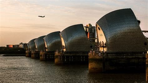 thames barrier breach new climate report warns of london flooding risk london