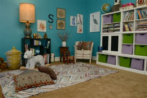tori spelling s family room makeover hooked on houses orange and white playroom design dazzle