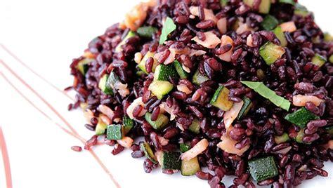 cucinare riso nero ricetta insalata di riso venere ricette di buttalapasta