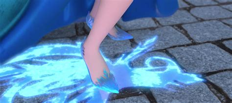 elsa shoes we bet you didn t notice these frozen details