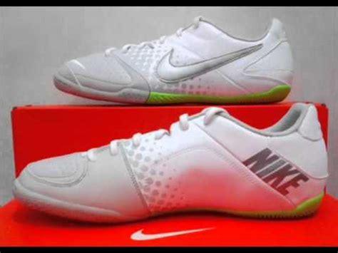 Sepatu Nike Keluaran Terbaru gambar sepatu futsal nike terbaru