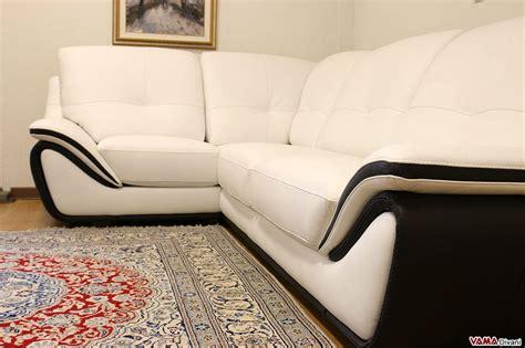 divano bianco divano in pelle moderno bianco schienale alto avvolgente