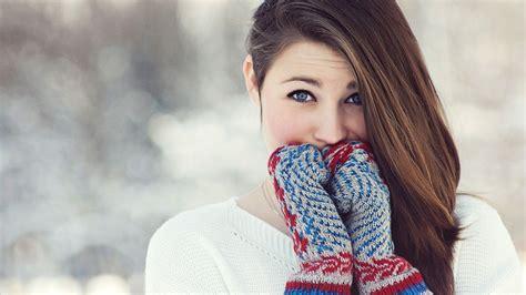 wallpaper girl winter girl with gloves wallpaper 16200