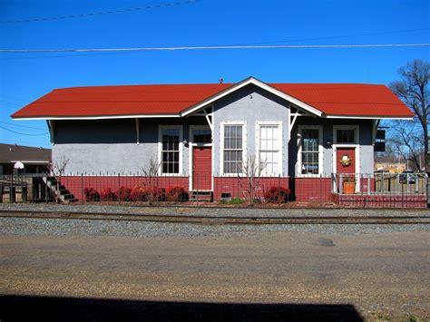 Barns In Maine Landmarkhunter Com Memphis Paris And Gulf Railroad Depot
