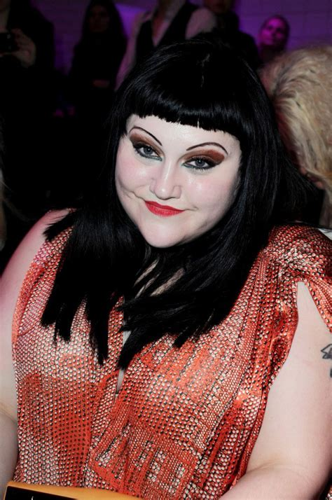 bett dito beth ditto bright eyeshadow beth ditto looks stylebistro