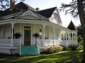 Farm House Porches What A Beautiful Country Home Awesome Wrap Around