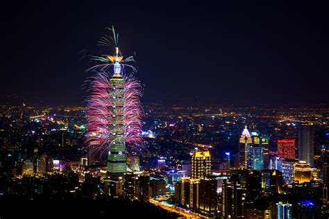 taiwan new year 2015 show the 218 second 2015 taipei 101 new year firework show