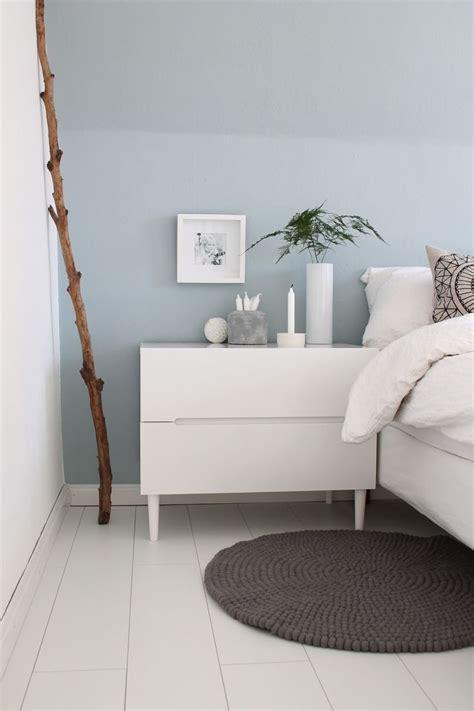 welche farbe passt zu grau wand schlafzimmer hellblaue wand mit wei 223 en m 246 beln