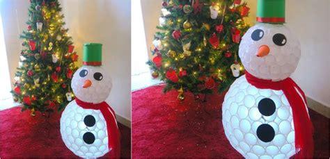 lavori con bicchieri di plastica come realizzare un pupazzo di neve con i bicchieri di