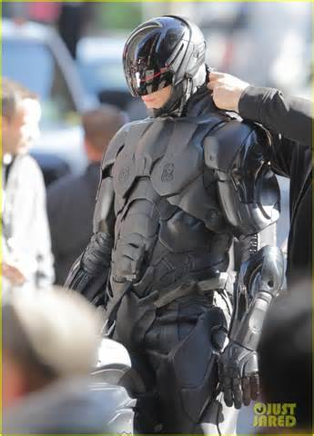 real robocob suit new robocop pics give us the best look at the costume yet