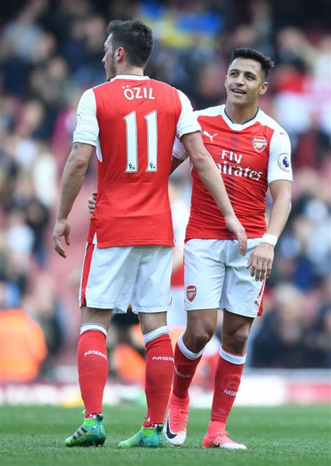 alexis sanchez and mesut ozil transfer news live updates man utd s first signing
