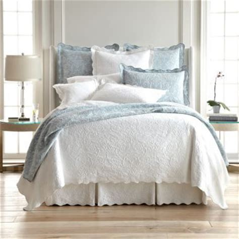 White Coverlet Set Best 25 Coverlet Bedding Ideas On Neutral