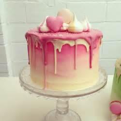 pinker kuchen 25 best ideas about drip cakes on birthday