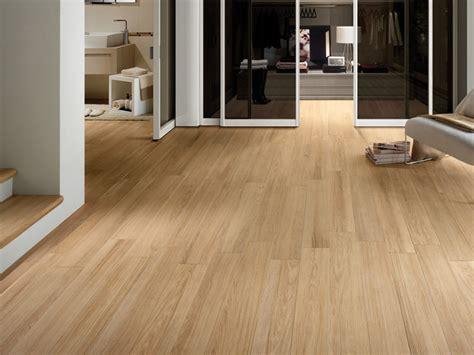 pavimento simile al parquet pavimento in gres porcellanato effetto legno doghe sichenia