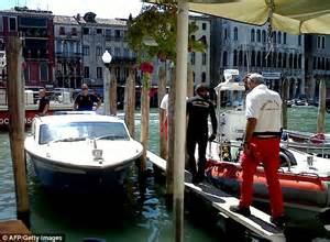 boat crash venice venice bans famous gondolas from grand canal during busy