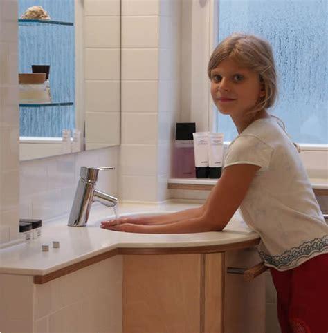 Corian Cameo White aqalong design im bad waschtischdetails reinhold brandl