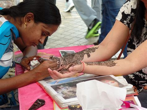 henna tattoo in little india singapore henna artist singapore makedes com