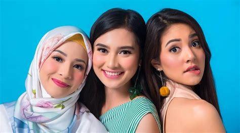 bintang film jomblo trio cantik bintang film jomblo pemotretan bersama